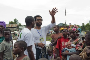 Chiwetel Ejiofor visits Mugunga 1 camp accompanied by Eddy Mbuyi, Oxfam Goma.