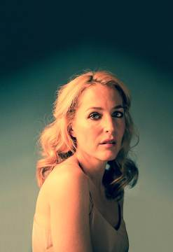 Gillian Anderson. Streetcar photo by Johan Persson.