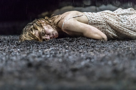 billie-piper-her-in-yerma-at-the-young-vic-photo-by-johan-persson